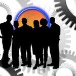 ¿Debe un autónomo contratar a una persona? Costes Laborales